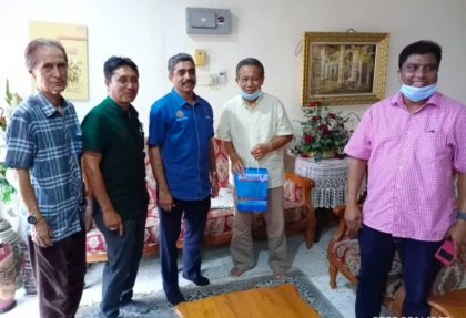 Aktiviti Visit & Treat Skuad Yakeb Prihatin ziarah Datuk M. Kuppan bekas atlet bolasepak negara