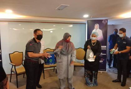 Majlis Penyampaian Sumbangan Raya & Bakul Rezeki kepada 34 para bekas atlet Negara oleh Datuk Hjh Zuraida Kamaruddin, Menteri Perumahan & Kerajaan Tempatan